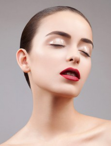 Хорошая ретушь: пример. Красные губы. Влажные веки. Фотосессия бьюти. Фотосъемка в стиле beauty. Beauty photoshoot. Станислав Миронов фотограф