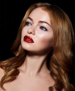 Красные губы. Глитер. Glitters. Глиттер на губах. Фотограф Станислав Миронов. Стас Миронов фотограф. Фотосессия бьюти. Фотосъемка бьюти