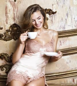 Утренний кофе. Coffee in the morning. Фото пеньюар. Фотограф Станислав Миронов. Чашка кофе. Чашка чая