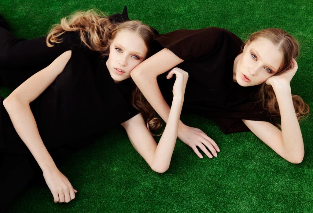 Близняшки. Фотосессия с близнецами. Взгляд. Фото близнецов. Модели близнецы. Фотограф Станислав Миронов
