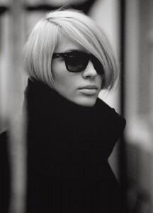 Очки Rayban. Rayban wayfarers. Блондинка. Черно-белый женский портрет. Фотограф Станислав Миронов